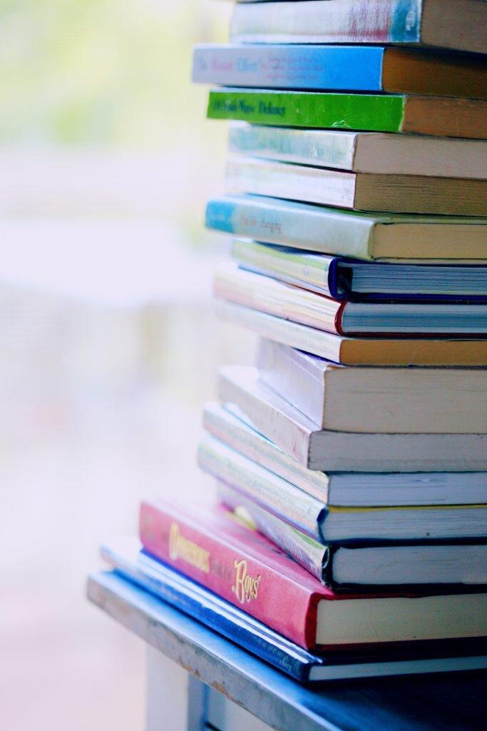 ערמת ספרים גבוהה